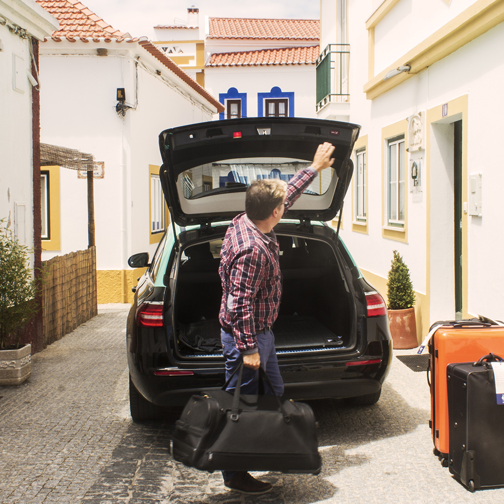 CAR RENTAL, TAXIS AND LUGGAGE TRANSFERS